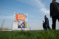 CDU-Berlin stellt Plakate zum Volksbegehren Tempelhofer Feld vor.<br />Am Donnerstag den 3. April 2014 stellte die Berliner CDU auf der Freiflaeche des ehemaligen Flughafen Tempelhof ihre Plakate zum Volksbegehren Tempelhofer Feld vor. Sie fordert einen Gesetzentwurf, der eine Bebauung um eine 230ha grosse Freiflaeche vorsieht.<br />Die Buergerinitiative 100% Tempelhof hatte hatte mit Unterschriftensammlungen das Volksbegehren erwirkt. Es wird am 25. Mai 2014 parralell zur Europawahl stattfinden.<br />3.4.2014, Berlin<br />Copyright: Christian-Ditsch.de<br />[Inhaltsveraendernde Manipulation des Fotos nur nach ausdruecklicher Genehmigung des Fotografen. Vereinbarungen ueber Abtretung von Persoenlichkeitsrechten/Model Release der abgebildeten Person/Personen liegen nicht vor. NO MODEL RELEASE! Don't publish without copyright Christian-Ditsch.de, Veroeffentlichung nur mit Fotografennennung, sowie gegen Honorar, MwSt. und Beleg. Konto:, I N G - D i B a, IBAN DE58500105175400192269, BIC INGDDEFFXXX, Kontakt: post@christian-ditsch.de]