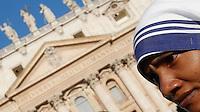 Suore Missionarie della Carita' in Piazza San Pietro durante la messa celebrata da Papa Francesco per la canonizzazione di Madre Teresa di Calcutta, Citta' del Vaticano, 4 settembre 2016.<br /> Nuns of the Sisters of the Missionaries of Charity in St. Peter's Square on the occasion of a mass celebrated by Pope Francis for the canonization of Mother Teresa, at the Vatican, 4 September 2016.<br /> <br /> UPDATE IMAGES PRESS/Isabella Bonotto<br /> <br /> STRICTLY ONLY FOR EDITORIAL USE
