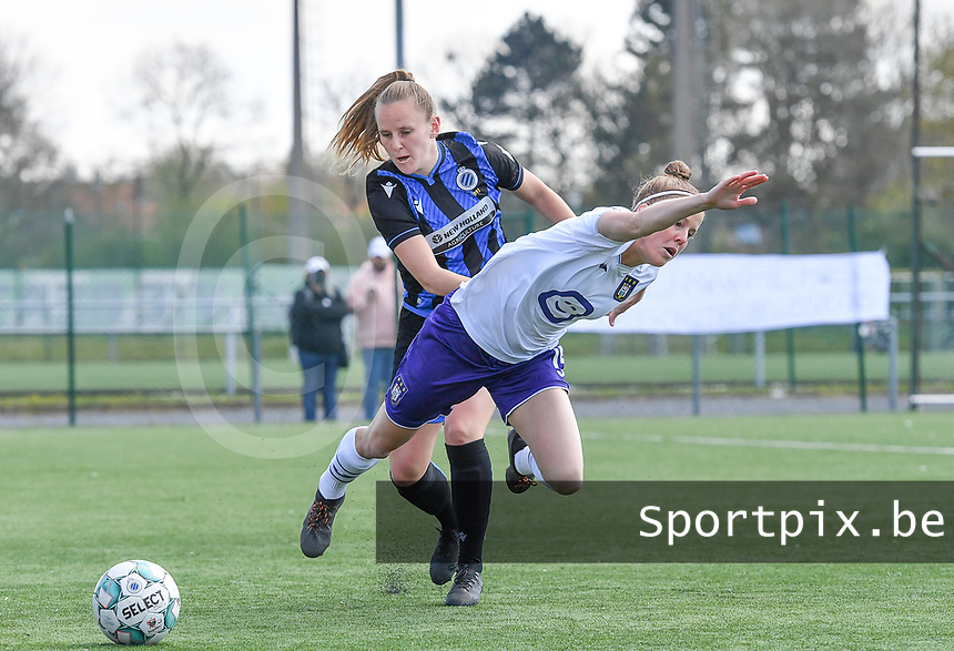 Laura Deloose (14) of Anderlecht pictured in a duel with Elle Decorte (7) of Club Brugge during a female soccer game between Club Brugge Dames YLA and RSC Anderlecht on the fourth matchday in Play-Off 1 of the 2020 - 2021 season of Belgian Scooore Womens Super League , saturday 1st May 2021  in Brugge , Belgium . PHOTO SPORTPIX.BE | SPP | DAVID CATRY