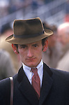 Tod Ramos Equestrian artist and portrait painter at Aintree horse race meeting 1980s.  UK
