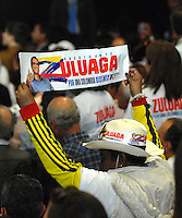 BOGOTA – COLOMBIA - 25-05-2014: Un Seguidor de Oscar Iván Zuluaga candidato a la presidencia por el grupo político Centro Democrático celebran después de conocer el resultado de las Elecciones Presidente de Colombia  en la ciudad de Bogotá. Oscar Ivan Zuluga y el Presidente Candidat Juan Manuel Santos disputaran una segunda vuelta el 15 de junio luego de que ninguno reclamó una mayoría en las elecciones presidenciales del domingo.  / A Supporter of Oscar Ivan Zuluaga presidential candidate by the political group Democratic Centre gives a celebrate knowing the results of elections in the President of Colombia in Bogotá. Oscar Ivan Zuluaga and Candidat President Juan Manuel Santos disputed a second round on June 15 after neither claimed a majority in presidential elections on Sunday. Photo: VizzorImage / Luis Ramirez / Staff