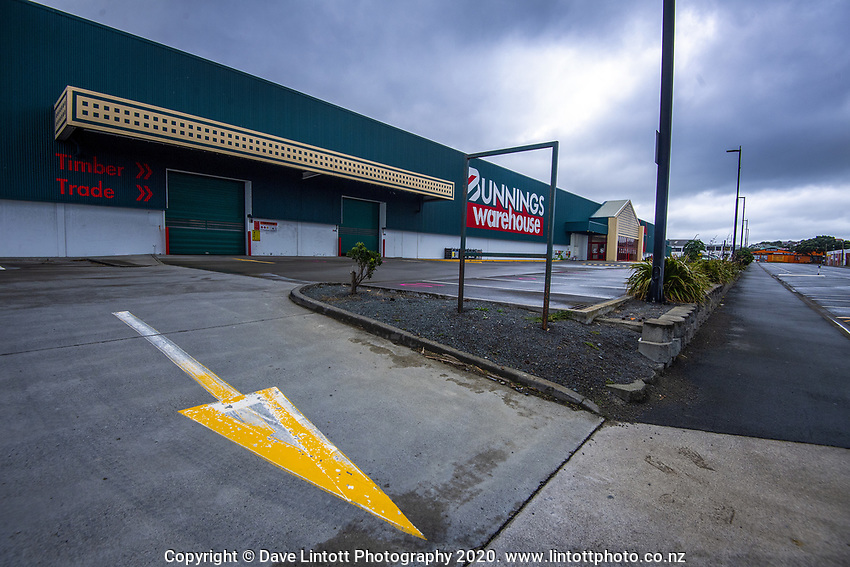 Bunnings Warehouse in Lyall Bay at 1.30pm, Monday during lockdown for the COVID19 pandemic in Wellington, New Zealand on Monday, 27 April 2020. Photo: Dave Lintott / lintottphoto.co.nz