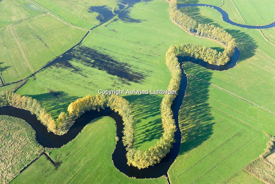 Schwinge: EUROPA, DEUTSCHLAND, NIEDERSACHSEN, STADE, 19.04.2014: Die Schwinge  ist ein 28,7 Kilometer langer, linksseitiger Nebenfluss der Elbe in Niedersachsen. Sie entspringt im Hohen Moor bei Mulsum auf der Stader Geest im Bifurkationsgebiet mit der Oste. Von hier fließt sie in einem weitgehend natuerlichen, mehr als 20 Kilometer langen Oberlauf zur Hansestadt Stade. Die reizvolle Flussaue des Oberlaufs und die Stader Schwingewiesen stehen wegen ihrer sehr naturnahen Flusslandschaft und ihres Artenreichtums unter Landschaftsschutz.