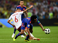 KAZAN - RUSIA, 24-06-2018: Jacek GORALSKI (Izq) jugador de Polonia disputa el balón con Juan CUADRADO (Der) jugador de Colombia durante partido de la primera fase, Grupo H, por la Copa Mundial de la FIFA Rusia 2018 jugado en el estadio Kazan Arena en Kazán, Rusia. /  Jacek GORALSKI (L) player of Polonia fights the ball with Juan CUADRADO (R) player of Colombia during match of the first phase, Group H, for the FIFA World Cup Russia 2018 played at Kazan Arena stadium in Kazan, Russia. Photo: VizzorImage / Julian Medina / Cont