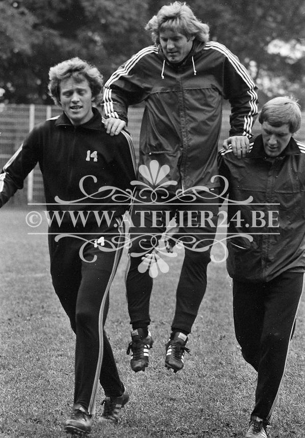 1977. RSC Anderlecht. Arie Haan met Benny Nielsen en Hugo Broos.