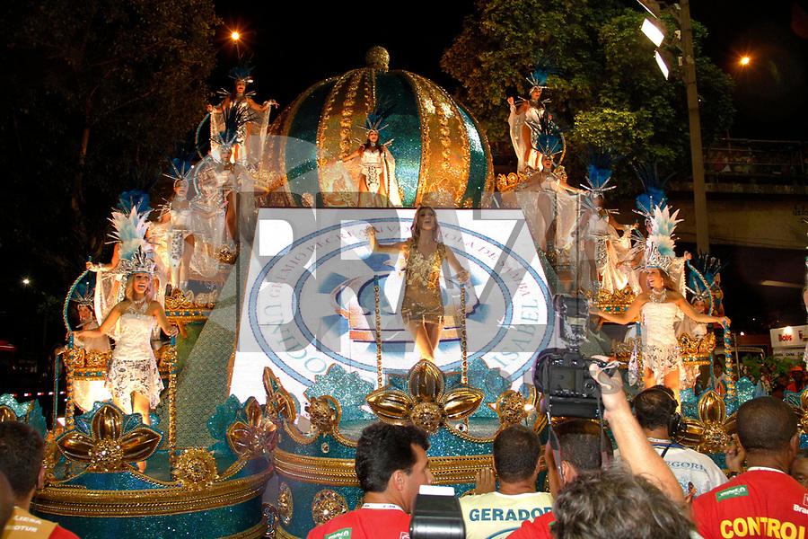 RIO DE JANEIRO, RJ, 07 DE MARÇO DE 2011 - CARNAVAL RJ - VILA ISABEL- A modelo Gisele Bündchen da Vila Isabel, no primeiro dia de Desfile das Escolas de Samba do Grupo Especial do Rio de Janeiro, na Marquês de Sapucaí (Sambódromo), no centro da cidade, na madrugada desta segunda-feira (7). (FOTO: VANESSA CARVALHO / NEWS FREE).