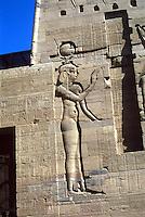 ASWAN- EGIPTO- 17-04-2007. Templo Philae está ubicado en el río Nilo.  Anteriormente, estaba ubicado en la Isla de File pero cuando se creó la represa de la ciudad ésta quedó sumergida tres cuartas partes bajo el agua por lo que el Templo se transportó piedra por piedra a la isla vecina Agilkia. Philae Temple is located in the Nile River, is dedicated to Isis, the goddess of fertility. Previously, it was located on the island of Philae but when the dam was created in the city it was three-quarters submerged under water so the Temple was transported stone by stone to the neighboring island Agilkia. (Photo: VizzorImage)........