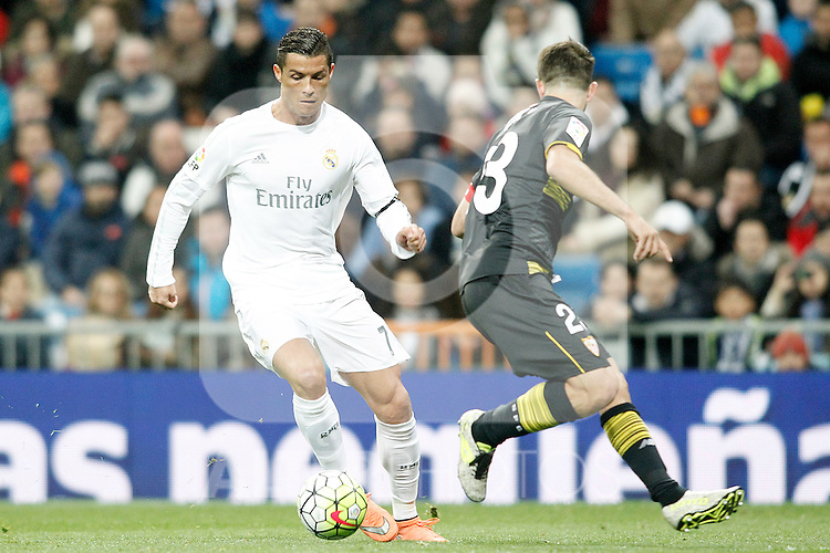 Real Madrid's Cristiano Ronaldo (l) and Sevilla's Coke during La Liga match. March 20,2016. (ALTERPHOTOS/Acero)
