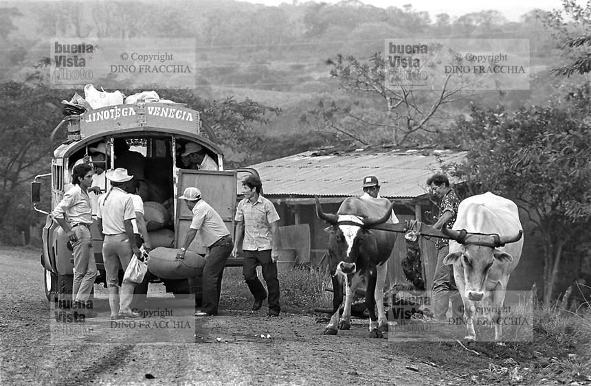 - Nicaragua, freight transport in the area of Jinotega (January 1988)<br /> <br /> - Nicaragua, trasporto merci nella zona di Jinotega (Gennaio 1988)