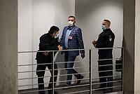 """107. Sitzung des """"1. Untersuchungsausschuss"""" der 19. Legislaturperiode des Deutschen Bundestag am Donnerstag den 5. November 2020 zur Aufklaerung des Terroranschlag durch den islamistischen Terroristen Anis Amri auf den Weihnachtsmarkt am Berliner Breitscheidplatz im Dezember 2016.<br /> Als Zeugen waren unter anderem der Praesident des Bundeskriminalamtes, Holger Muench, der Praesident des Bundesnachrichtendienstes Dr. Bruno Kahl, ein nichtoeffentlicher Zeuge des Bundesamt fuer Verfassungsschutz und der Rechtsextremist und Pegida-Gruender Lutz Bachmann geladen.<br /> Im Bild: Lutz Bachmann  auf dem Weg zur Zeugenvernehmung.<br /> 5.11.2020, Berlin<br /> Copyright: Christian-Ditsch.de"""