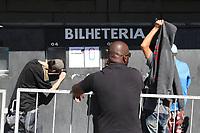 CAMPINAS, SP, 18.08.2018: FUTEBOL-PONTE PRETA - Torcedores da Ponte Preta enfrentam fila na manhã deste sábado (18) no estádio Moises Lucarelli no primeiro dia de vendas de ingressos para a partida contra o Guarani, clássico da cidade de Campinas no interior de São Paulo. (Foto: Luciano Claudino/Código19)