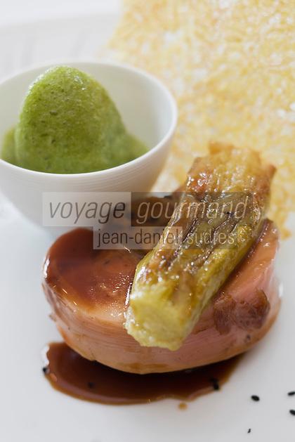 """Europe/France/Rhône-Alpes/74/Haute Savoie/ Evian: Cochon di Caïon comme je l'aime,""""confit fondant au miel de châtaignier  recette de  Michel Lentz   du restaurant """"Les Fresques Royales"""", au Royal Hôtel"""