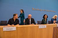 """Pressekonferenz des Buendnis #unteilbar am Mittwoch den 10. Oktober 2018 in Berlin zur geplanten Grossdemonstration """"#unteilbar - Fuer eine offene und freie Gesellschaft - Solidaritaet statt Ausgrenzung"""", die am Samstag den 13. Oktober 2018 in Berlin stattfinden soll.<br /> Die Organisatoren, unter ihnen viele Prominente wie Starkoechin Sarah Wiener, der Paritaetische Wohlfahrtsverband, Amnesty International oder der Zentralrat der Muslime wollen nicht zulassen, dass Sozialstaat, Flucht und Migration gegeneinander ausgespielt werden. """"Wir halten dagegen, wenn Grund- und Freiheitsrechte weiter eingeschraenkt werden sollen"""".<br /> Die Organisatoren erwarten bis zu 40.000 Menschen zu der Demonstration.<br /> An der Pressekonferenz nahmen teil:<br /> Prof. Dr. Naika Fortoutan, Direktorin des Berliner Instituts fuer empirische Integrations- und Migrationsforschung (2.vr); Dr. Ulrich Schneider, Hauptgeschaeftsfuehrer des Paritaetischen Gesamtverband (mitte); Benno Fuermann, Schauspieler (links) und Anna Spangenberg, Pressesprecherin von #unteilbar (hinten).<br /> 10.10.2018, Berlin<br /> Copyright: Christian-Ditsch.de<br /> [Inhaltsveraendernde Manipulation des Fotos nur nach ausdruecklicher Genehmigung des Fotografen. Vereinbarungen ueber Abtretung von Persoenlichkeitsrechten/Model Release der abgebildeten Person/Personen liegen nicht vor. NO MODEL RELEASE! Nur fuer Redaktionelle Zwecke. Don't publish without copyright Christian-Ditsch.de, Veroeffentlichung nur mit Fotografennennung, sowie gegen Honorar, MwSt. und Beleg. Konto: I N G - D i B a, IBAN DE58500105175400192269, BIC INGDDEFFXXX, Kontakt: post@christian-ditsch.de<br /> Bei der Bearbeitung der Dateiinformationen darf die Urheberkennzeichnung in den EXIF- und  IPTC-Daten nicht entfernt werden, diese sind in digitalen Medien nach §95c UrhG rechtlich geschuetzt. Der Urhebervermerk wird gemaess §13 UrhG verlangt.]"""