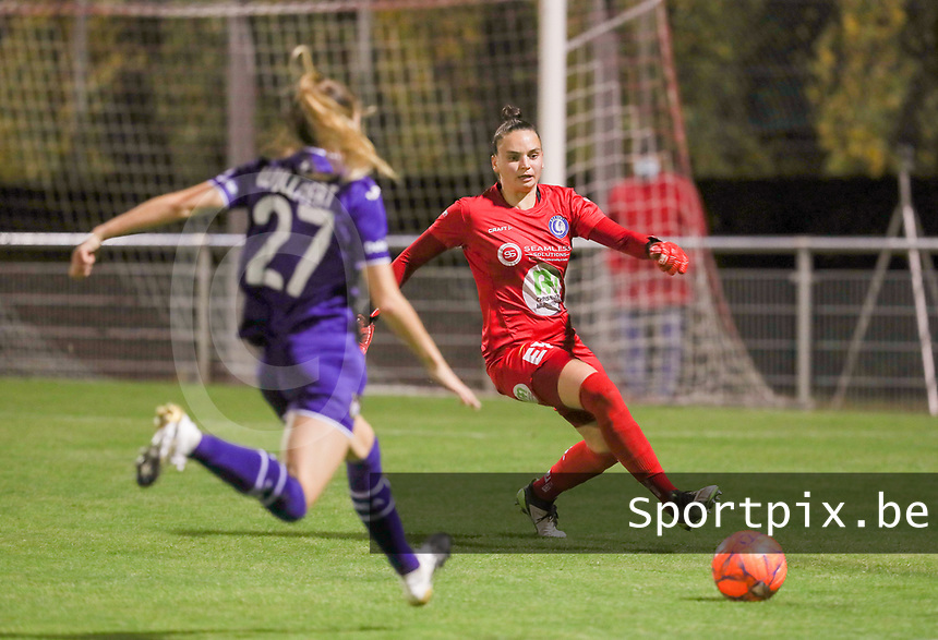 Tessa Wullaert (27 Anderlecht) and goalkeeper Nicky Evrard (1 Gent) in action during a female soccer game between RSC Anderlecht Dames and AA Gent Ladies  on the seventh matchday of the 2020 - 2021 season of Belgian Womens Super League , friday 13 th of November 2020  in Overijse , Belgium . PHOTO SPORTPIX.BE | SPP | SEVIL OKTEM