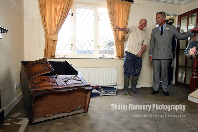 Pix: Shaun Flannery/sf-pictures.com..COPYRIGHT PICTURE>>SHAUN FLANNERY>01302-570814>>..29th June 2007.......HRH Prince Charles, Catcliffe, Rotherham to visiting victims of the recent flooding..John Baldwin.