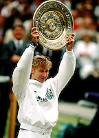 1989, Wimbledon, Steffie Graf with the trophy