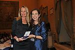 DEBORA PAGLIERI RICEVE IL PREMIO DA CESARA BUONAMICI<br /> PREMIO GUIDO CARLI - SECONDA EDIZIONE<br /> PALAZZO DI MONTECITORIO - SALA DELLA REGINA ROMA 2011