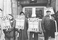 Piquetage du Front commun  le 11 avril 1972<br /> <br /> PHOTO :  Michel Giroux<br />  - CSN
