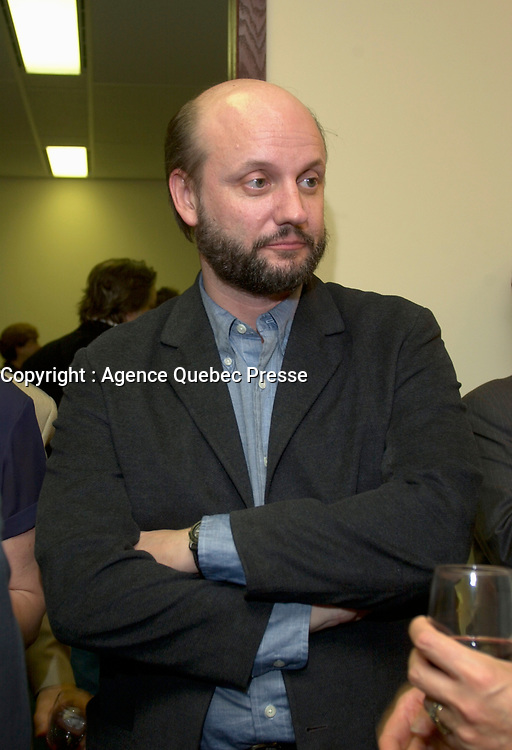 Argentina film maker Juan Jose Campanella (R)<br /> attend a  a reception at the Montreal's Consulate, August 30th 2001 during the World Film Festival.<br /> <br /> Born in Argentina, Juan Jos» Campanella worked in theatre and television production before emigrating to the United States where he studied film at the New York University. His thesis film, El contorsionista (1988), received prizes in New York and Clermont-Ferrand. He made his feature debut in 1991 with THE BOY WHO CRIED BITCH. Since then he has directed numerous television features, specials and series, in the process winning two Emmys. His feature credits include NOT EVEN THE FINAL SHOT (1998) and THE SAME LOVE, THE SAME RAIN (1999). He continues to direct in both Argentina and the U.S.<br /> .<br /> Campanella movie Son of the Bride (El Hijo de la Novia) is in the Official Competition of the 2001 Montreal World Film Festival.