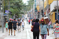 Campinas - SP, 15/03/2021 - Movimentação / Coronavírus  - Movimentação no Centro de Campinas, interior de São Paulo,  na tarde desta segunda-feira, primeiro dia da fase emergencial estabelecida pelo Governo de São Paulo, para tentar conter o avanço da doença.
