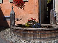 Brunnen in Guarda bei Scuol, Unterengadin, Graubünden, Schweiz, Europa<br /> fountain in Guarda, Scuol, Engadine, Grisons, Switzerland