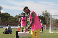 NEIVA - COLOMBIA, 17-09-2020: Atlético Huila y Barranquilla F.C. en partido por la fecha 8 del Torneo BetPlay DIMAYOR I 2020 jugado en el estadio Guillermo Plazas Alcid de la ciudad de Neiva. / Atletico Huila and Barranquilla F.C. in match for the date 8 as part of BetPlay DIMAYOR Tournament I 2020 played at the Guillermo Plazas Alcid stadium of Neiva city. VizzorImage / Sergio Reyes / Cont
