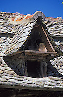 Europe/France/Auvergne/15/Cantal/Calvinet: Détail du Porche-pigeonnier XVIIIème siècle d'une ferme à la Rouquette