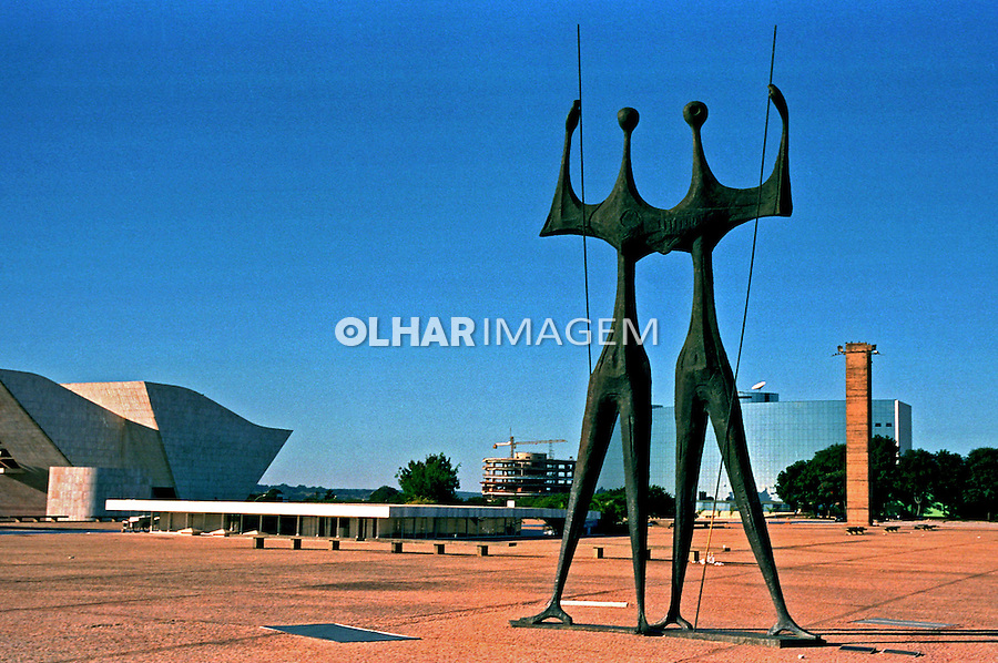 Monumento aos Candangos. Praça dos Tres Poderes. Brasília. 2001. Foto de Juca Martins.