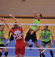 Volley Team Menen - Hotvolleys Wenen : Dragan Radovic met de aanval tegenover het blok van Nemec (10)<br /> foto VDB / Bart Vandenbroucke