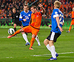 Wesley Sneijder of the Netherlands (C)attempts to score past Taijo Teniste of Estonia (R) during their 2014 World Cup qualifying soccer match in Amsterdam March 22, 2013. foto/Michael Kooren (NETHERLANDS)