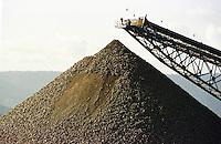 Cia. Vale do Rio Doce, Serra Sossego, Pilha de minério.<br />Canãa dos Carajás-Pará-Brasil<br />Foto: Paulo Santos/ Interfoto<br />Negativo 135 Nº 8501 T6  F12a