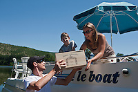 urope/Europe/France/Midi-Pyrénées/46/Lot/Parnac: Vente à la propriété - Le Château Armandière  AOC Cahors dispose d'un ponton ou les bateaux qui font du tourisme fluvial peuvent s'amarrer [Autorisation : 2011-106] [Autorisation : 2011-107] [Autorisation : 2011-108]