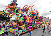 PASTO – COLOMBIA: 06-01-2014. Miles de ciudadanos y turistas disfrutaron del Gran Desfile Magno que se realizo por las principales calles de la ciudad, en este día los cultores y artistas del carnaval se dan cita para mostrar su ingenio y creaciones. Thousands of locals and tourists enjoyed the Great Grand Parade which was held along the main streets of the city, on this day the carnival farmers and artists gather to show their talent and creations. Photo: VizzorImage / Leonardo Castro / Str