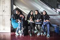 gruppo di giovani iraniane sedute , young people, iranian girls, ragazze velate