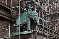 GERMANY, Hamburg, colonial monument  / DEUTSCHLAND, Hamburg, koloniales Denkmal, Elefanten Skulptur am Brahmshaus