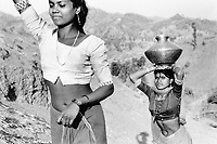 India, Narmada River, Narmada dams and protest movement of NBA Narmada Bachao Andolan, movement to save the Narmada river, and affected Adivasi in their villages, Adivasi women fetch water from Narmada, village Nimghavan, February 1994