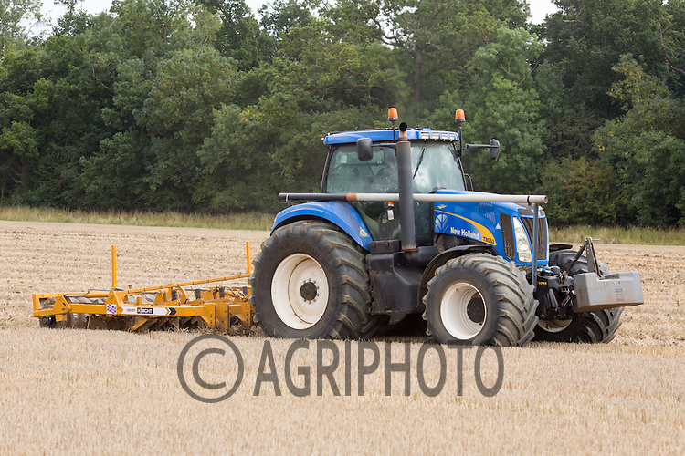 Cultivating stubble with a Knight Raven <br /> Picture Tim Scrivener 07850 303986<br /> tim@agriphoto.com<br /> ….covering agriculture in the UK….