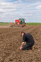 Drilling linseed with a John Deere 9140R & Horsh Pronto 4DC drill - Lincolnshire, May