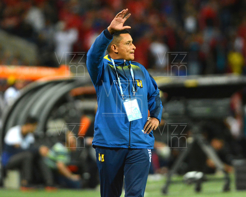 MEDELLÍN - COLOMBIA .20-10-2019:César Torres director técnico de Alianza Petrolera.Acción de juego entre los equipos Independiente Medellín y Alianza Petrolera durante partido por la fecha 18 de la Liga Águila II 2019 jugado en el estadio Atanasio Girardot de la ciudad de Medellín. /Cesar Torres coach of Alianza Petrolera.Action game between teams Independiente Medellin and Alianza Petrolera during the match for the date 18 of the Liga Aguila II 2019 played at the Atanasio Girardot  Stadium in Medellin  city. Photo: VizzorImage /León Monsalve / Contribuidor.