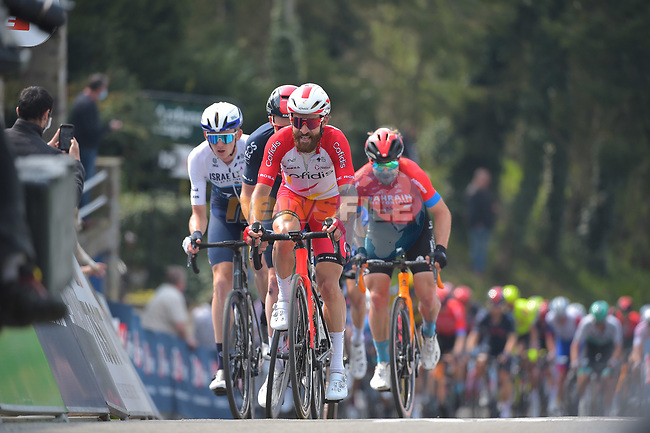 Simon Geschke (Ger) Cofidis and Tao Geoghegan Hart (ENG) Ineos Grenadiers climb the Mur de Huy during the 2021 Flèche-Wallonne, running 193.6km from Charleroi to Huy, Belgium. 21st April 221.  <br /> Picture: Serge Waldbillig | Cyclefile<br /> <br /> All photos usage must carry mandatory copyright credit (© Cyclefile | Serge Waldbillig)