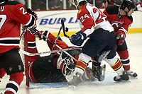 Gewuehl vor dem Tor von Goalie Martin Brodeur (Devils)<br /> New Jersey Devils vs. Florida Panthers<br /> *** Local Caption *** Foto ist honorarpflichtig! zzgl. gesetzl. MwSt. Auf Anfrage in hoeherer Qualitaet/Aufloesung. Belegexemplar an: Marc Schueler, Am Ziegelfalltor 4, 64625 Bensheim, Tel. +49 (0) 6251 86 96 134, www.gameday-mediaservices.de. Email: marc.schueler@gameday-mediaservices.de, Bankverbindung: Volksbank Bergstrasse, Kto.: 151297, BLZ: 50960101