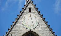 Nederland - Amsterdam - 2019.  Zonnewijzer aan de gevel van de Nieuwe Kerk.  Foto Berlinda van Dam / Hollandse Hoogte