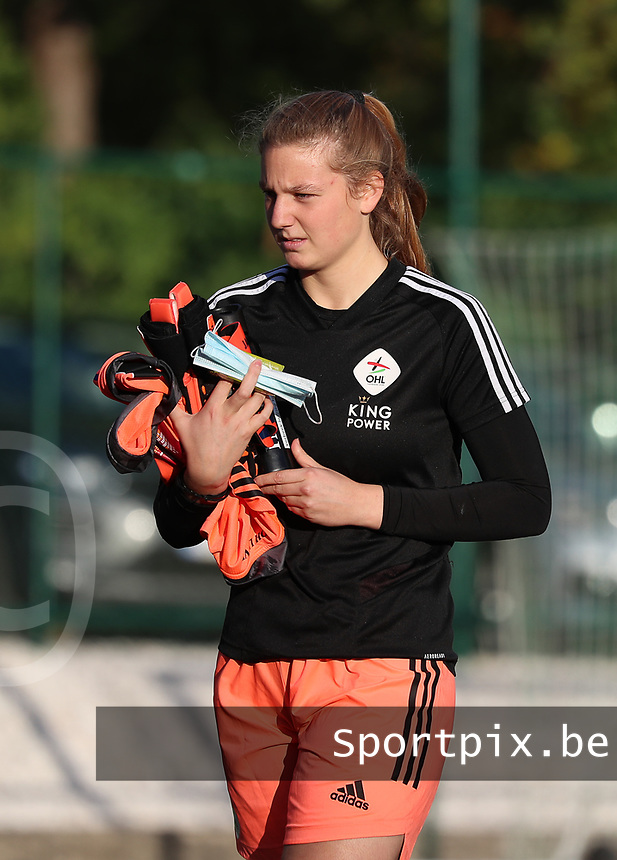OHL's goalkeeper Faye Lammertijn (22) pictured before a female soccer game between Oud Heverlee Leuven and Eendracht Aalst Ladies  on the third matchday of the 2020 - 2021 season of Belgian Womens Super League , Sunday 4 th of October 2020  in Heverlee , Belgium . PHOTO SPORTPIX.BE | SPP | SEVIL OKTEM