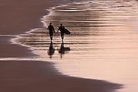 Europe/France/Aquitaine/64/Pyrénées-Atlantiques/Pays-Basque/Biarritz: Surfeurs,  Plage de la Côte des Basques