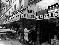 Scenes de rue de Paris, vers septembre 1965<br /> <br /> PHOTO : agence quebec presse
