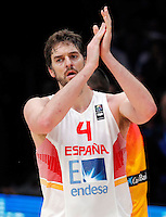 Spain's Pau Gasol applause during European championship semi-final basketball match between France and Spain on September 17, 2015 in Lille, France  (credit image & photo: Pedja Milosavljevic / STARSPORT)