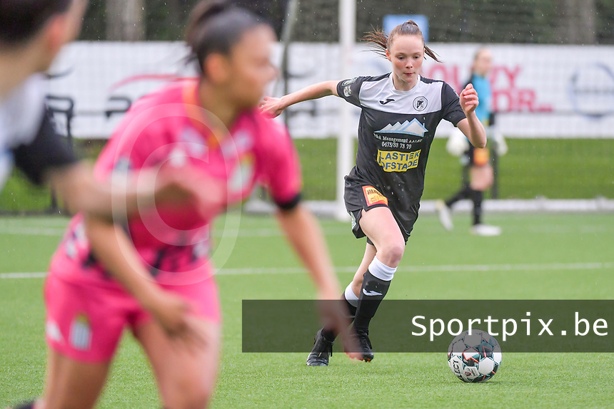 Loes Van Mullem (33) of Eendracht Aalst pictured during a female soccer game between Sporting Charleroi and Eendracht Aalst on the 8th matchday in play off 2 of the 2020 - 2021 season of Belgian Scooore Womens Super League , tuesday 18 th of May 2021 in Marcinelle , Belgium . PHOTO SPORTPIX.BE   SPP   STIJN AUDOOREN