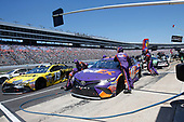 2017 Monster Energy NASCAR Cup Series<br /> O'Reilly Auto Parts 500<br /> Texas Motor Speedway, Fort Worth, TX USA<br /> Sunday 9 April 2017<br /> Denny Hamlin, FedEx Office Toyota Camry pit stop<br /> World Copyright: Matthew T. Thacker/LAT Images<br /> ref: Digital Image 17TEX1mt1463