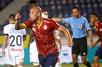 BARRANQUIILLA -COLOMBIA-15-05-2015. Yuberney Franco  jugador de Uniauntónoma celebra un gol anotado a Once Caldas durante partido por la fecha 20 de la Liga Aguila I 2015 jugado en el estadio Metropolitano de la ciudad de Barranquilla./ Yuberney Franco player of Uniautonoma celebrates a goal scored to Once Caldas during match valid for the 20th date of the Aguila League I 2015 played at Metropolitano stadium in Barranquilla city.  Photo: VizzorImage/Alfonso Cervantes/Cont