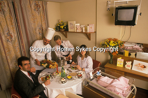 New parents Portland Hospital celebrate the birth of their first child with a special meal prepared by the hospitals chef. They are dining in their private rooms. 1990 1990s UK